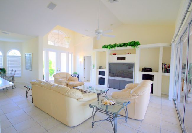 Villa in Cape Coral - Hollywood Dreams